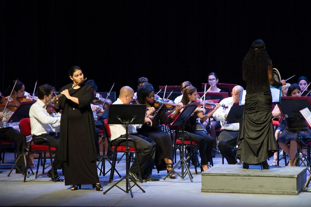 Tibieza de notas: Niurka González y la Sinfónica de Camagüey