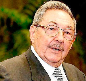 Raul Castro attends interment of sister at family´s pantheon