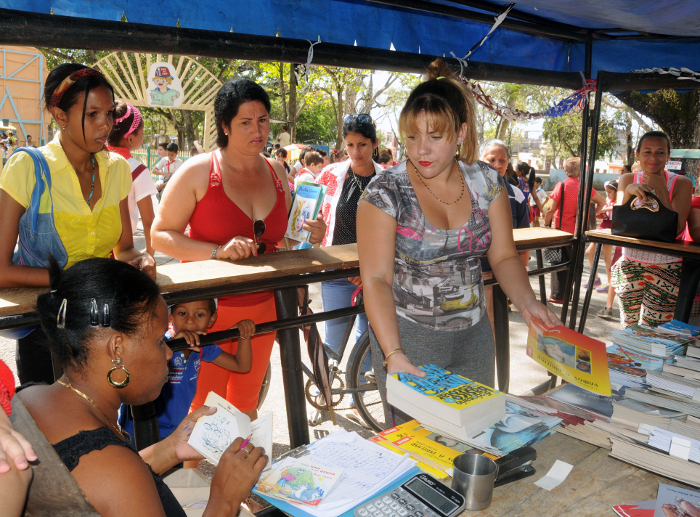 In Camagüey: Fair of the Book of premieres