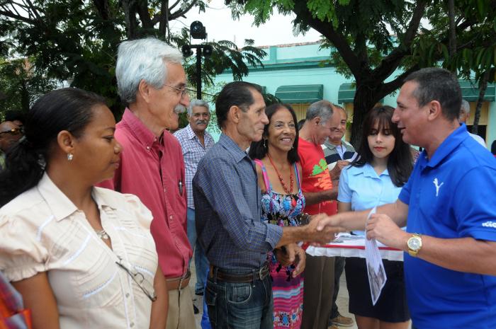 Reconocen en Camagüey a trabajadores y dirigentes del Partido Comunista de Cuba