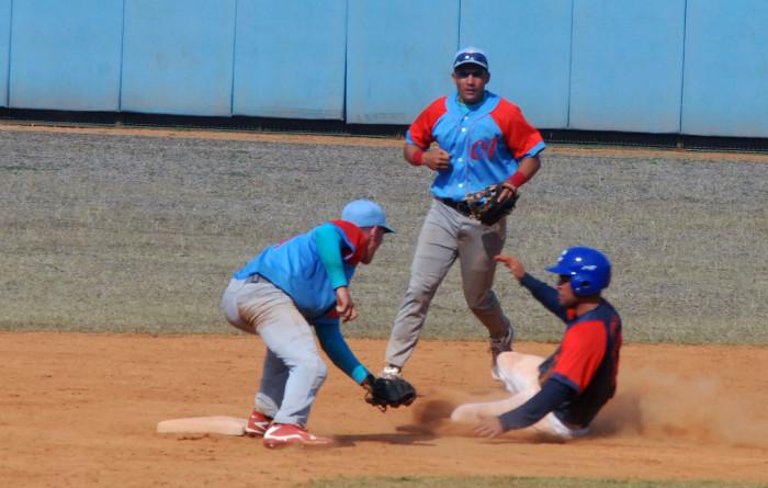 Camagüey y Santiago barren en torneo sub 23 de Béisbol