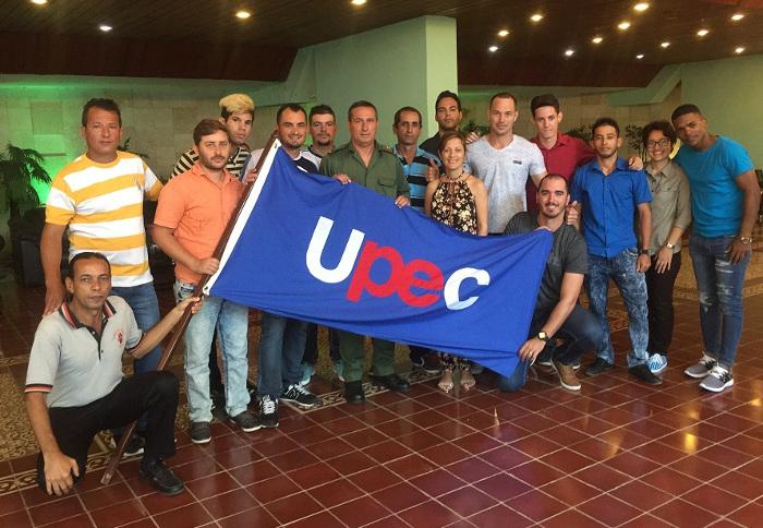 Abanderan equipo camagüeyano al Campeonato Nacional de Softbol de la Prensa