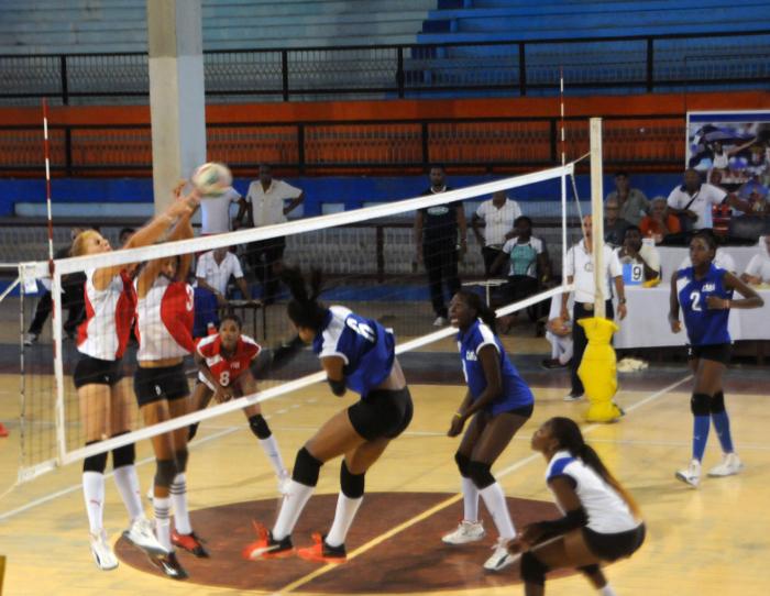 La Habana permanece en la cima del torneo nacional de Voleibol (f)