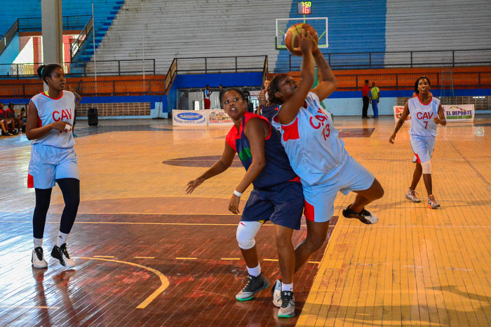 Agramontinas and avileñas in team Camagüey for Top League of Basketball
