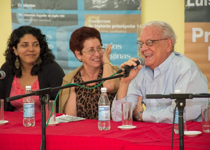 Conversar con Luis Álvarez: homenaje a través de la lectura