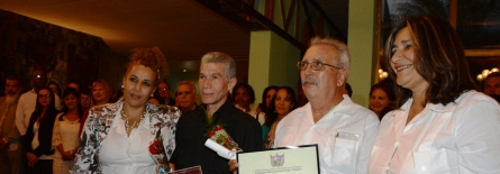Replica of the Coat of Arms of Camagüey and condition of adoptive son for eminent Cuban researchers