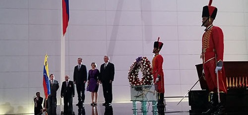 Cuba´s president Miguel Diaz-Canel paid tribute today in Caracas to Simon Bolivar as part of his official visit to Venezuela.