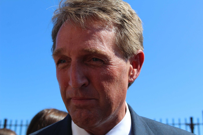 US Republican Senator Jeff Flake Confirms that It's Safe to Travel to Cuba