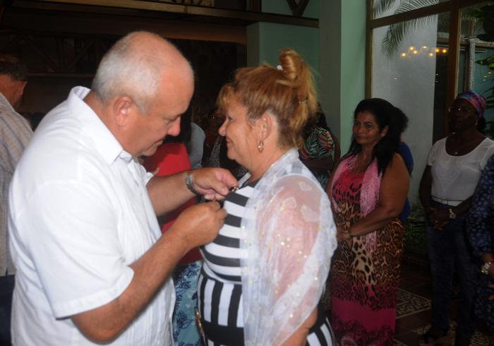 Distinguen a camagüeyanas destacadas por aniversario 58  de la Federación de Mujeres Cubanas