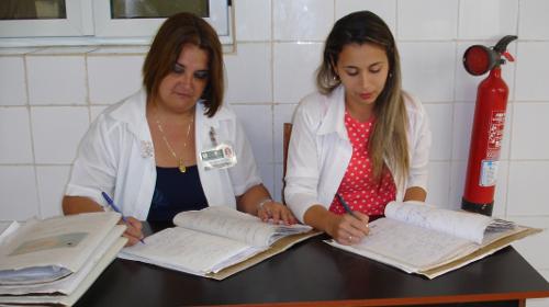 Las doctoras Yanelda Niño Victoria, a la izquierda, y Romy Rodríguez Hurtado, a la derecha. Fotos: De la autora