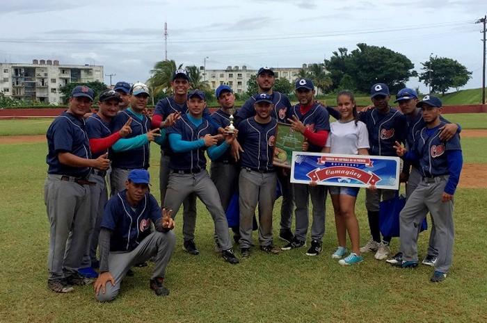 Softbolistas camagüeyanos de la prensa conquistan medalla de plata