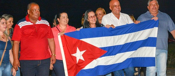 First group of health workers arrive in Cuba from Brazil