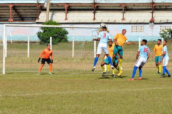 Miuras de Camagüey contra Cienfuegos en semifinales del Fútbol cubano