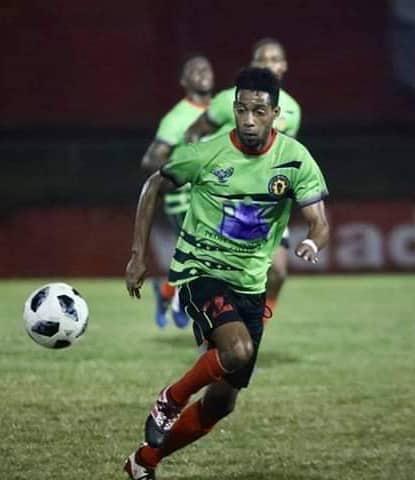 Futbolista camagüeyano Yaisniel Nápoles se corona en Liga de Antigua y Barbuda