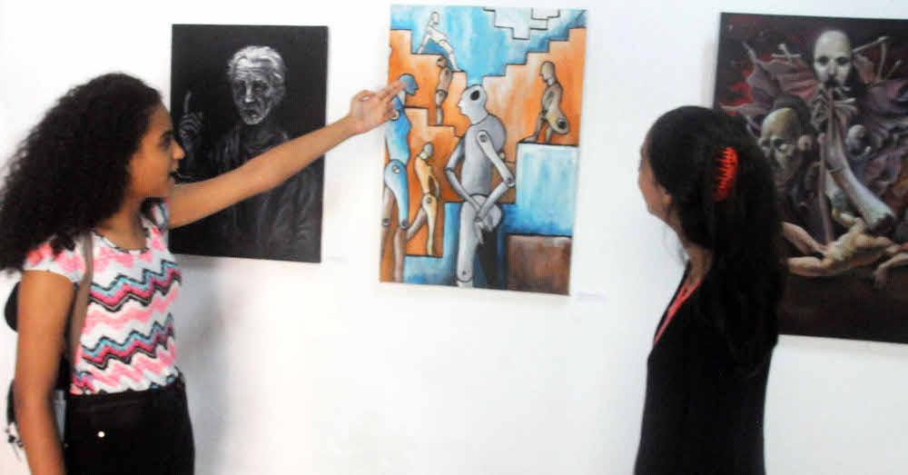 Estudiantes de Artes Plásticas abren su salón