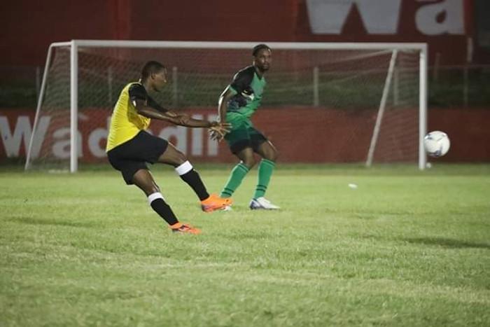 Camagüeyano Coroneaux, imparable en Liga Premier de Fútbol de Antigua y Barbuda