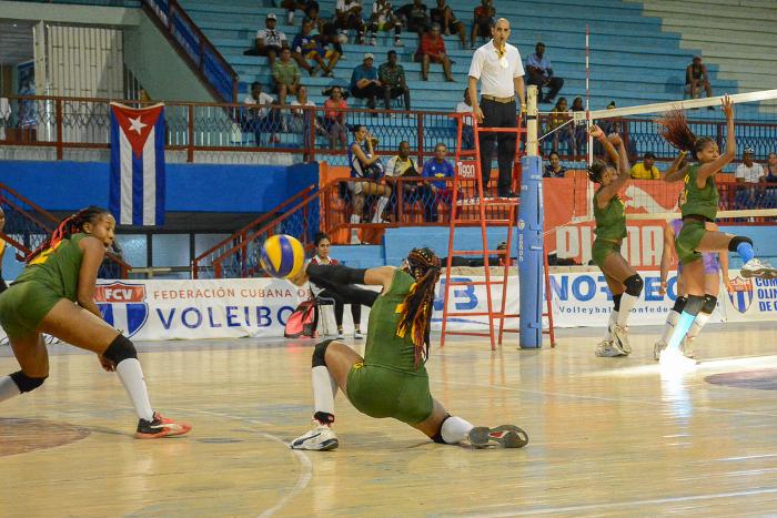 Abanderados equipos camagüeyanos de Voleibol, primera categoría