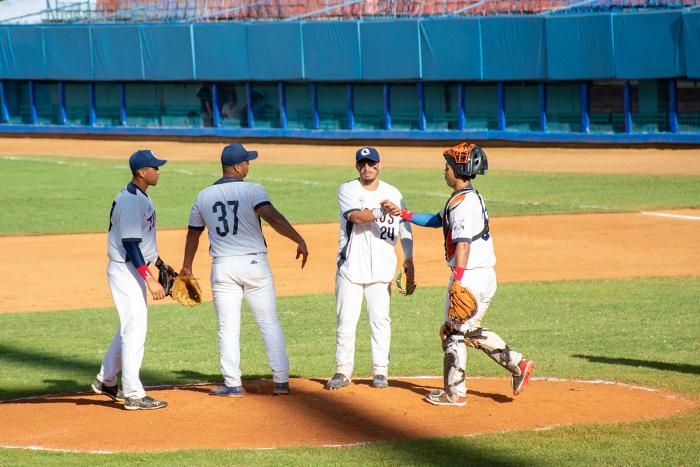 Reconocen a integrantes más destacados del equipo de béisbol de Camagüey (+ Posts y Video)